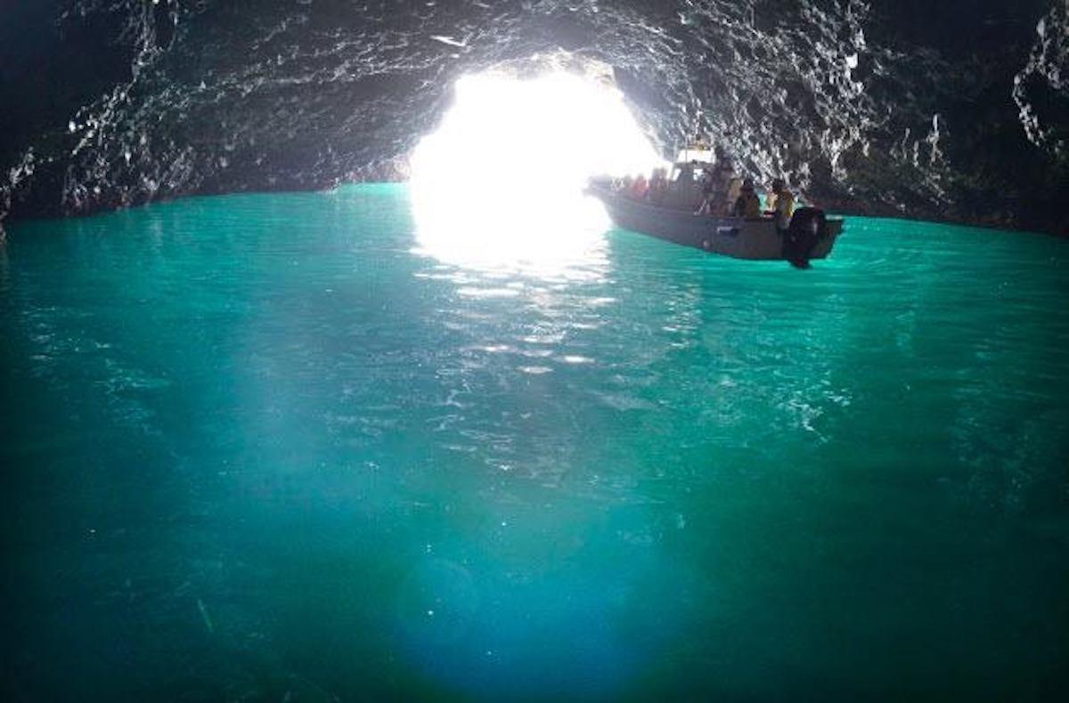 青の洞窟クルーズ(矢越~岩部間)